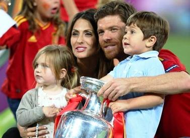 Xabi Alonso y familia