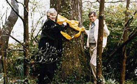 Penne y su hijo Bruce Laingen.