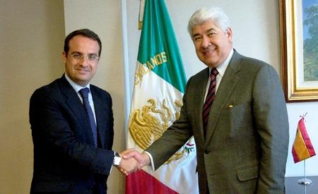 Daniel Ortiz, alcalde de Móstoles, y Francisco Ramírez, embajador de México en España.