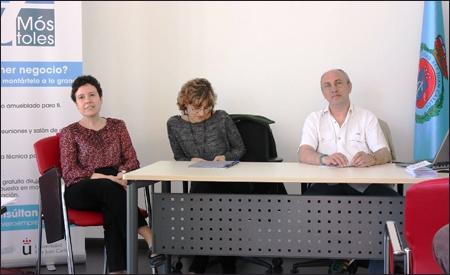 Gema, Amparo y Ramón, los ponentes.