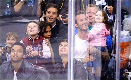 La familia Beckham y Tom Cruise con su hijo