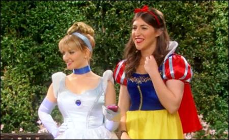 Bernadette y Amy, como Cenicienta y Blancanieves