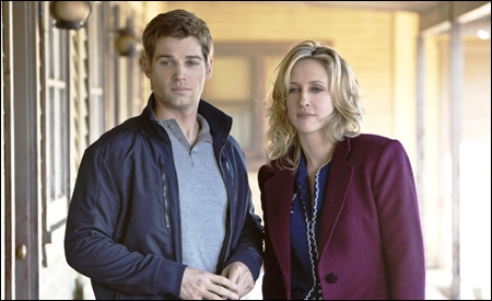 Shelby y Norma (Mike Vogel y Vera Farmiga)