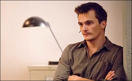 Rupert Friend es Peter Quinn