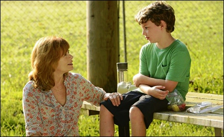 Jacob Langston y su madre (Frances Fisher y Landon Gimenez)