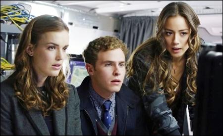 Simmons, Fitz y Skye