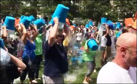 """""""Ice Bucket Challenge"""" en Boston"""