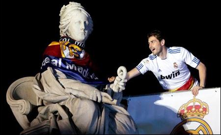 Iker Casillas celebrando la Copa del Rey 2010/11