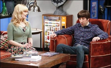 Bernadette y Howard en la nueva tienda de cómics