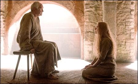 Cersei pidiendo misericordia al Gorrión Supremo