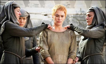 Cersei preparandose para el  paseo de la vergüenza